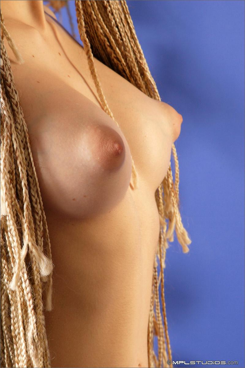 Фото красивой женской стоячей груди 6 фотография